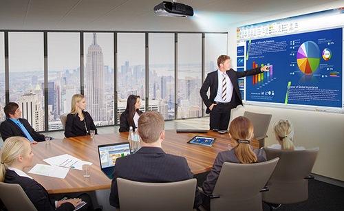Преимущества, которые офисные проекторы предоставляют предприятиям